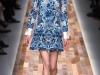 Ажурное синее платье с белым от Valentino