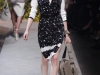 Модные черно-белые платья Loewe