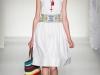 Модное белое платье этно 2012 от Moschino