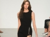 Платье с вырезом и запахом, на фото модель от Thakoon