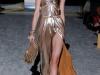 Золотое платье с открытыми плечами от Salvatore Ferragamo