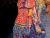 Длинное летнее платье с принтом и открытыми плечами от Dolce&Gabbana