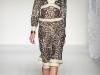 Платья с V-образным вырезом весна-лето 2012 от Moschino
