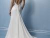 Свадебное платье с вырезом