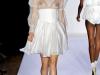 Короткое белое платье в бельевом стиле от Bebe