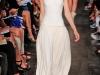 Длинное белое спортивное платье от Victoria Beckham