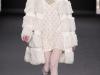 Белая шуба к белому платью, коллекция Anna Sui