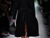 Пальто к платью одной длины, коллекция Bottega Veneta