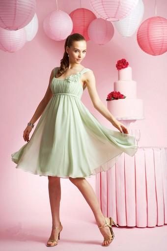Коктейльное платье для фигуры яблоко