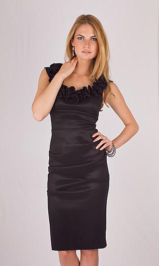 Платье-футляр фото