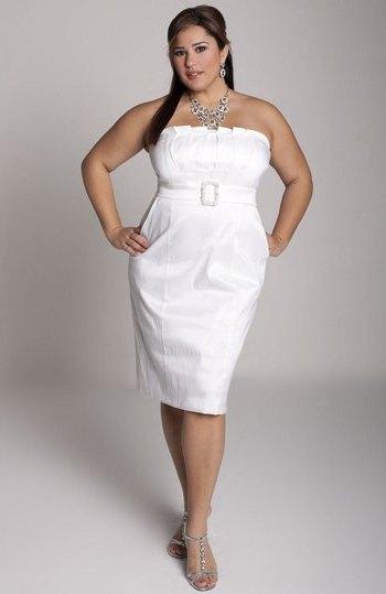 Выпускное платье-футляр для полных