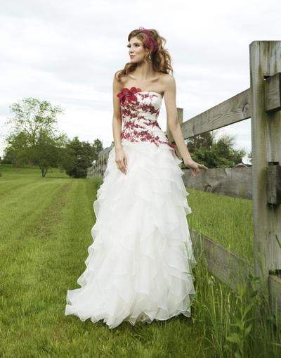 Свадебные платья белые с красным