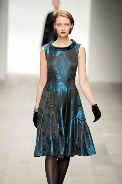 Коктейльное синее платье Caroline Charles