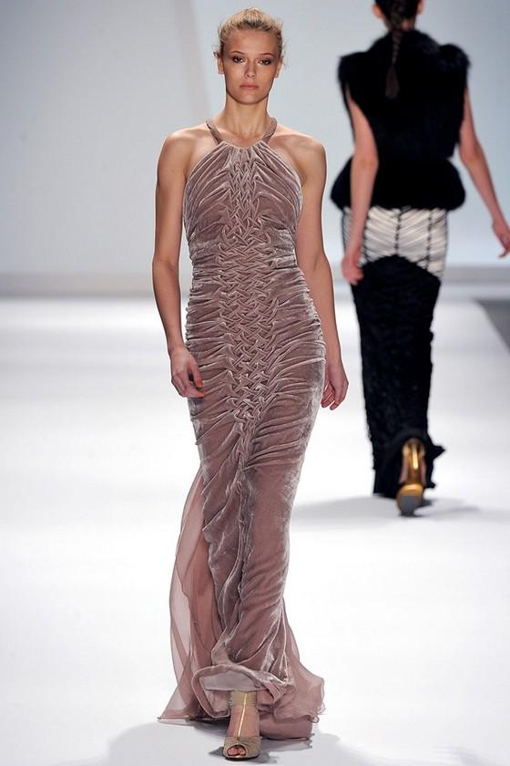 Вечерние платья из бархата, коллекция Осень-Зима 2011 2012 Carlos Miele