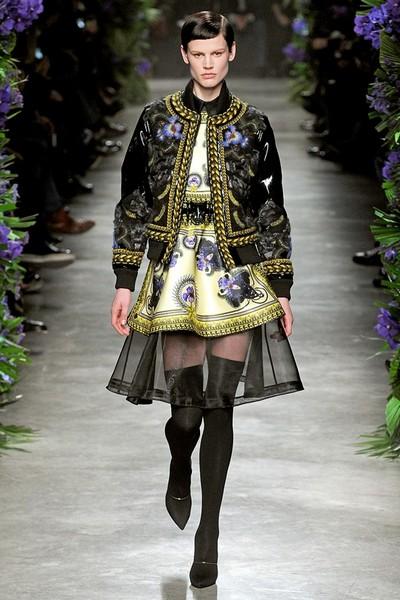 Платье черного цвета с узором от Givenchy