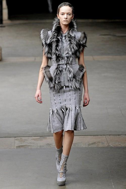 Меховые платья Alexander McQueen