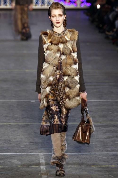 Платье от Кензо с меховой жилеткой