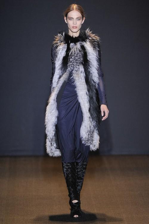 Платье и меховой жилет от J.Mendel, коллекция Осень-Зима 2011-2012