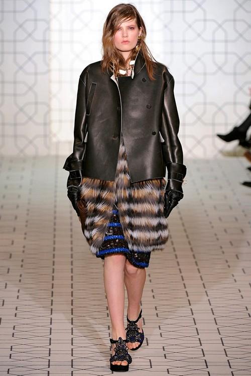 Платье, меховая безрукавка и кожаная куртка от MARNI