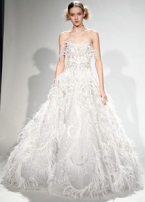 Свадебное платье с перьями от Marchesa