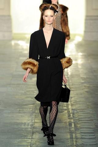 Деловое теплое платье с мехом от TopShop Unique
