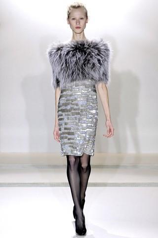 Теплые платья с мехом от Collette Dinnigan