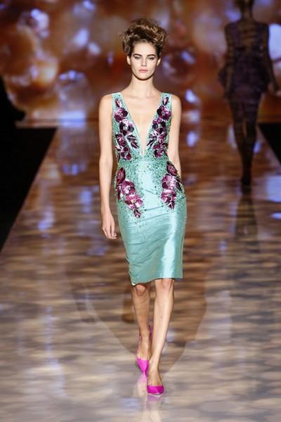 Платье-футляр с V-образным вырезом весна-лето 2012 от Бэдгли Мишка