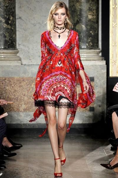 Шифоновое платье с V-образным вырезом Весна-Лето 2012 от Емилио Пуччи (Emilio Pucci)