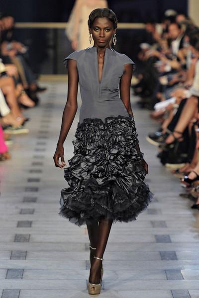Вечернее платье с V-образным вырезом декольте от Zac Posen