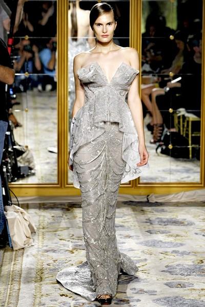 Вечернее платье годе с V-образным вырезом от Маркизы, весна-лето 2012