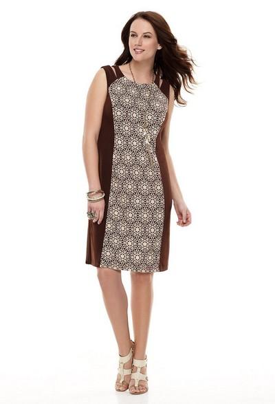 Короткое трикотажное платье для полных