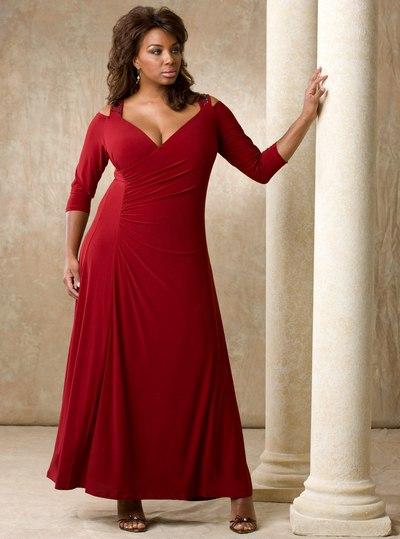 Красное трикотажное платье для полных