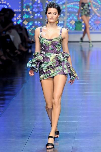 Короткое платье в бельевом стиле от Dolce & Gabbana