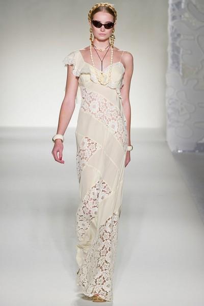 Вечернее платье в бельевом стиле Moschino