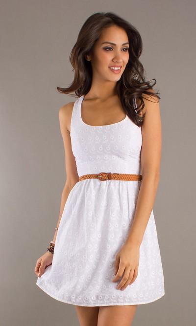Летнее белое мини-платье