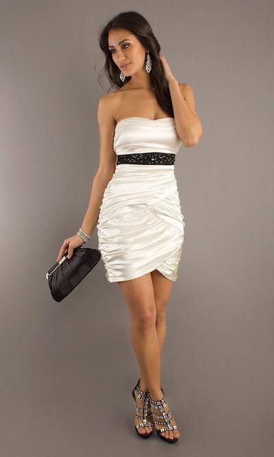 Белое вечернее платье бандо