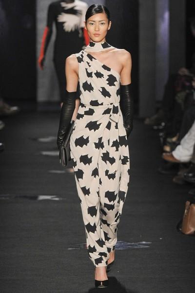 Длинное черно-белое платье с принтом гусиная лапка от Diane von Furstenberg, Осень-Зима 2012-2013