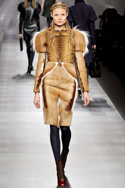Платья из меха на осень 2012, Fendi