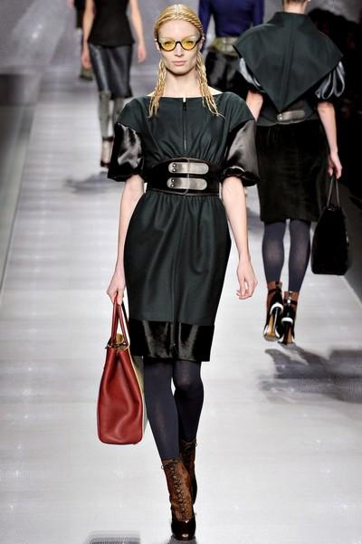 Темно-зеленое платье от Fendi на осень 2012