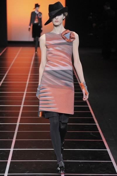С чем носить осенние платья 2012