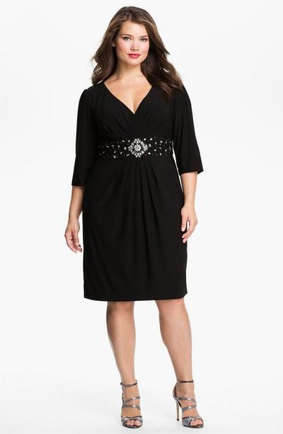 Красивое черное платье с завышенной талией для полных