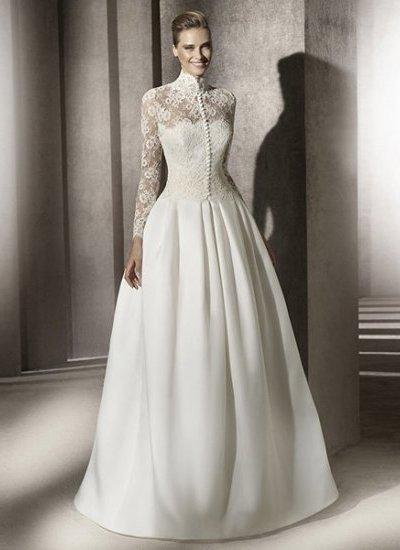 Закрытое свадебное платье с кружевным воротником стойкой