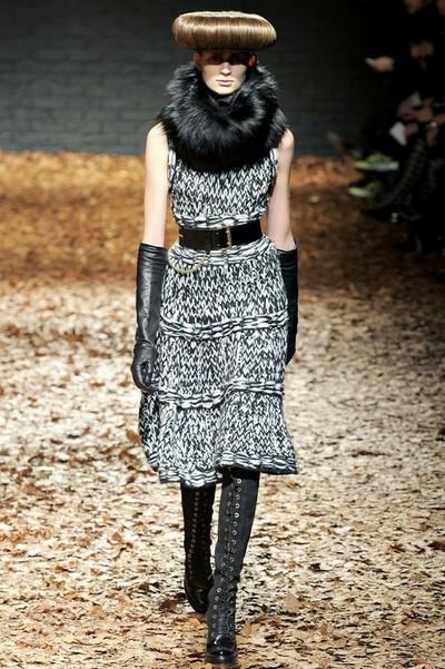 Серое вязаное платье McQ Осень-Зима 2012-2013