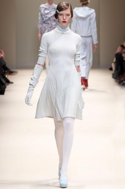 Белое вязаное платье Cacharel Осень-Зима 2012-2013