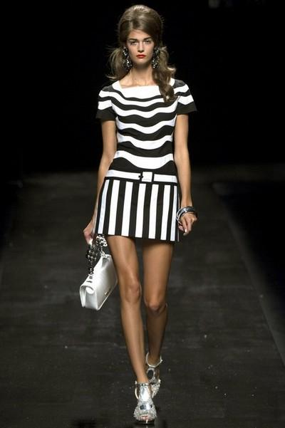 Платье черно-белое в полоску от Moschino