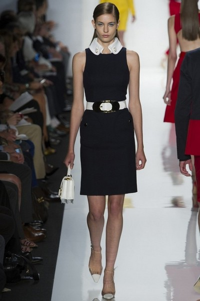 Черное платье 2013 с белым воротничком от Michael Kors