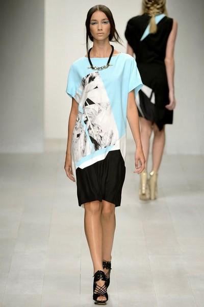 Черно-бело-голубое платье от Jean Pierre Braganza