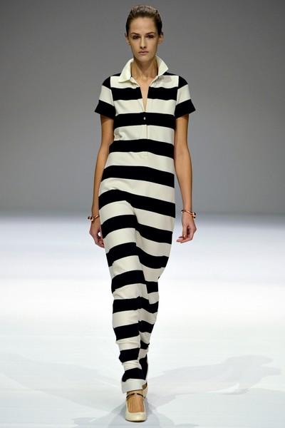 Длинное трикотажное платье в черно-белую полоску от Veronique Branquinho