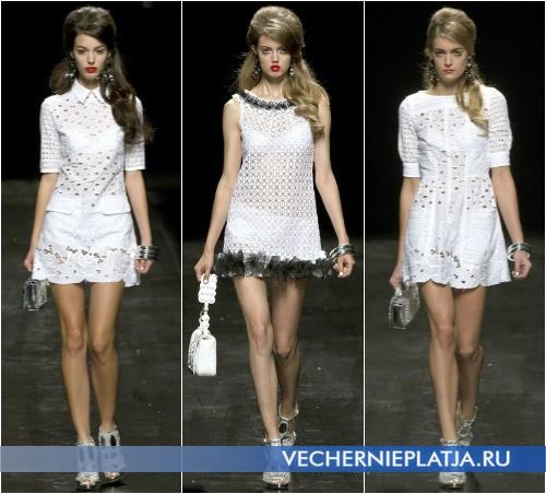 Летнее короткое белое платье в коллекции Moschino