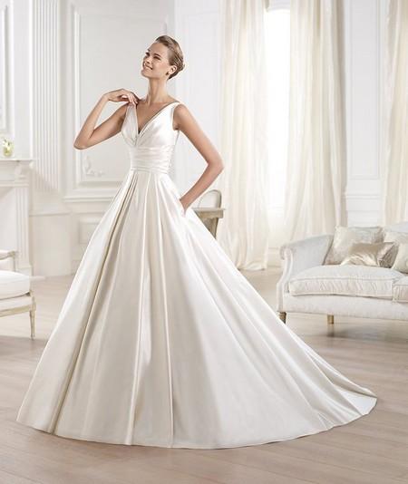 Свадебное платье с пышной юбкой из шелка